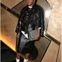 A 29 éves amerikai zenész és színésznő, Janelle Monae a párizsi divathét egyik legtrendibb bulijában, Stella McCartney és Peter Dundas partiján jelent meg a tervező egyik hímzett, New Rite
