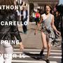 Freja Beha Erichsen őrült nőként szalad Anthony Vaccarello tavaszi-nyári kampányában.