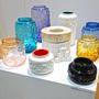 Rengeteg üvegtárggyal vonult fel a berlini Mendelheit Design Lab a Salone Satelliten.